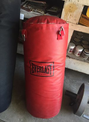 Everlast heavy bag about 35lbs for Sale in Chino, CA