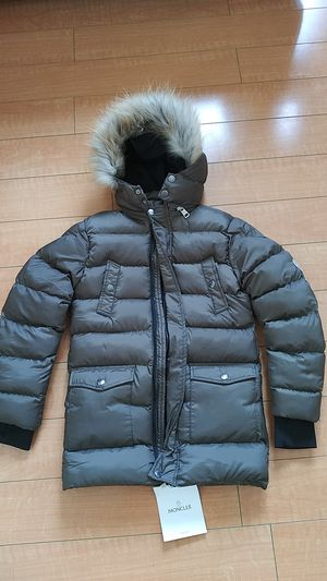 New moncler puff vest coat jacket kids 9 to 10 years olive green army fur for Sale in Orinda, CA