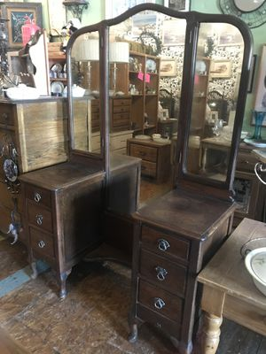Antique vintage vanity with large mirror open Monday 11 to 3 Tuesday Wednesday 11 to 4 for Sale in San Diego, CA