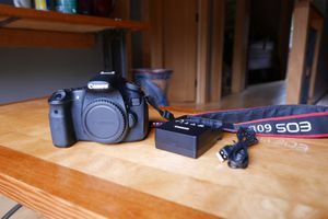 Canon 60d with lenses and bag for Sale in Cosmopolis, WA