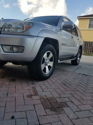 Toyota 4 ronner 2004 silver 4×4 titulo limpio v8 167 mil millas for Sale in Princeton, FL