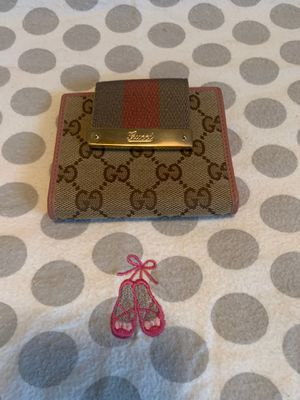 Authentic GUCCI wallet. I've never even used. for Sale in Lutz, FL