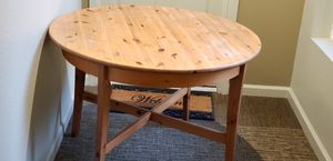 """40"""" solid wood round dining table for Sale in Oakland, CA"""