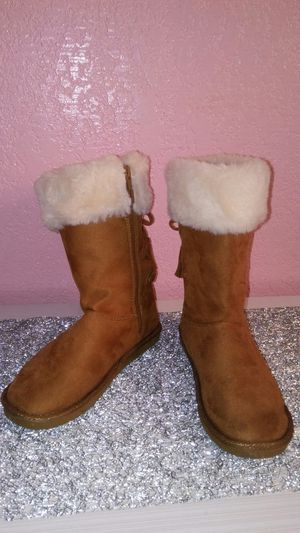 So Authentic Heritage girls winter boots Sz 4 for Sale in Harlingen, TX