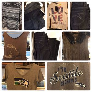 Woman's cloths lot size small to XLarge for Sale in Elma, WA