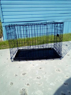Dog cage 30 x 22 x 19 for Sale in Palm Springs, FL