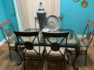 DINING ROOM SET W/ matching Sofa Table, Mirror and Table Decor for Sale in Miramar, FL