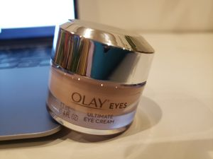 Olay Ultimate Eye Cream for Wrinkles, Puffy Eyes and Dark Circles for Sale in Los Angeles, CA