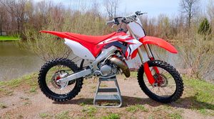 Searching for a dirt bike $1,000/1,200 with Title for Sale in Cleveland, OH