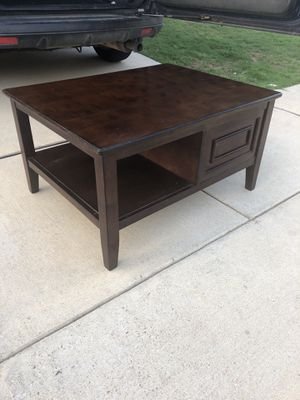 Brown coffee table Ashley's furniture for Sale in Arlington, TX