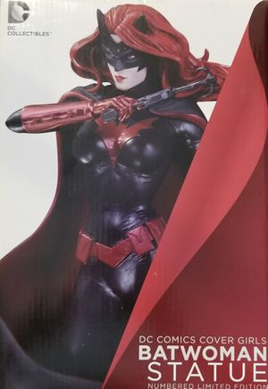DC comics cover girls Batwoman statue for Sale in Moreno Valley, CA