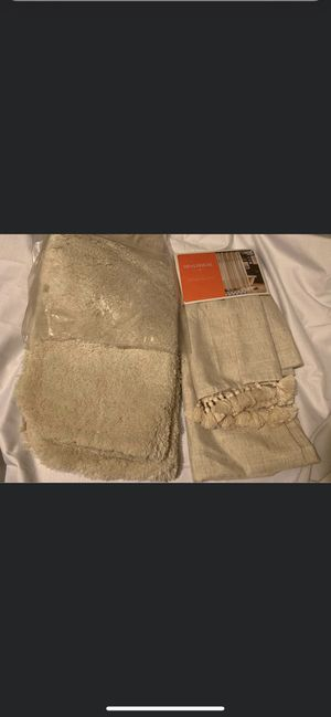 Bathroom rugs and curtain set for Sale in Lakewood Township, NJ