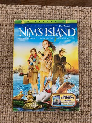 Nim's Island Target exclusive DVD set with Animal Facts Book Like New kids movie for Sale in Holmdel, NJ