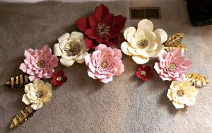 Paperflowers /flores de papel decor set for Sale in Manassas, VA