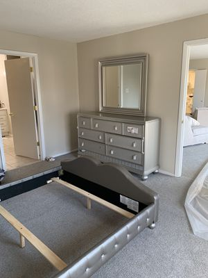 Diva Bedroom Set Queen size for Sale in Alexandria, VA
