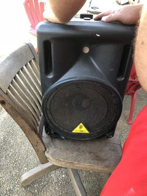 Behringer eurolive B212A 2-way 400 watt powered loudspeaker with integrated sound processor for Sale in Knoxville, TN