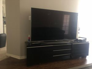 60 Inch Samsung TV and Stand for Sale in Chandler, AZ