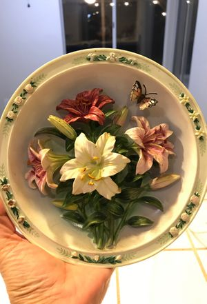 Lena Lou beautiful garden limited edition 3 hanging wall plates for Sale in Madera, CA