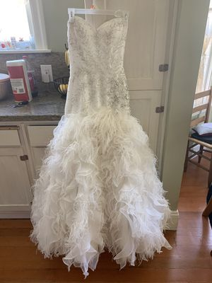 Feather Stunning Wedding Dress for Sale in Pleasanton, CA