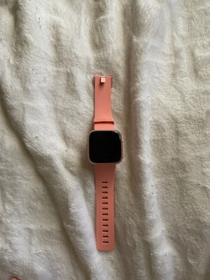 FitBit Versa for Sale in Fresno, CA
