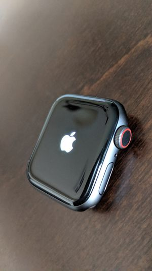 40mm Apple Watch Series 4 (GPS + Cellular) With Apple Warranty for Sale in Tolleson, AZ