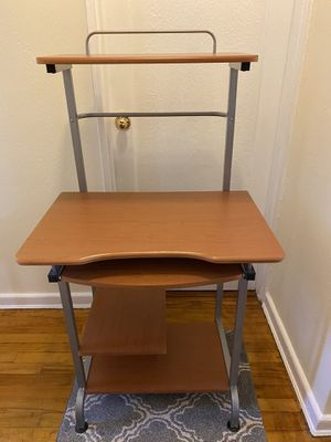 Computer desktop table for Sale in Queens, NY