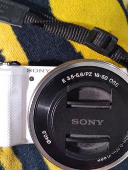 Sony ILCE-5000 Digital Camera for Sale in Fort Worth,  TX