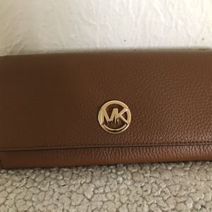 Large Michael Kors Wallet Authentic for Sale in Lakewood, WA