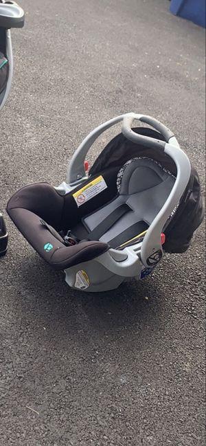 Baby Trend Car Seat w Base for Sale in Oak Lawn, IL