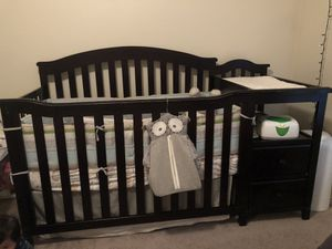 5 in 1 crib, mattress, and bedding for Sale in Dallas, TX