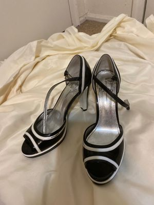 Black & white heels size 7 for Sale in Whitehall, OH