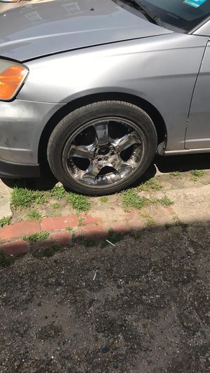 """4 lugs 17"""" rim $300 or trade for some 15"""" for Sale in Camden, NJ"""