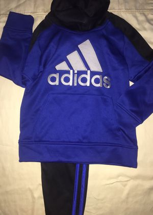 Adidas Jogger Set Size 4-5T for Sale in Alexandria, VA
