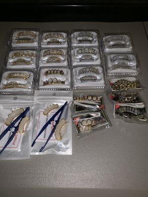 Gold Teeth Iced Out Diamond Grillz for Sale in Las Vegas, NV