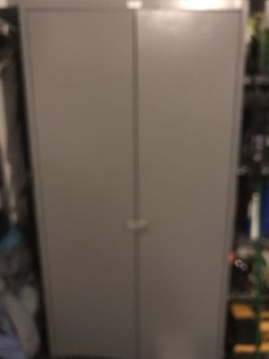 Metal cabinet for Sale in North Las Vegas, NV