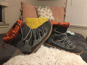 """Authentic """" Dr- School"""" Snow Warm Style Conformable Boots - Water and Oil Resisted basically new size 7 for Sale in Los Angeles, CA"""
