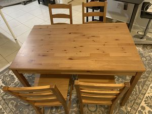 Dinning table with 4 chairs for Sale in Davie, FL