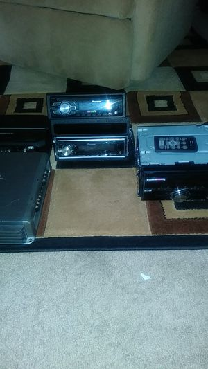 3 pioneer audio car stereos with USB ports and Bluetooth capability also 500 watt Kenwood app and 1000w Evo SSL amplifier for Sale in Lansing, IL