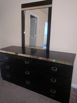 Dresser with mirror FREE pickup only for Sale in Blue Bell, PA