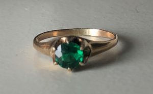 Ring size 6 1/2 - 7 - gold tone green stone no markings for Sale in Bothell, WA