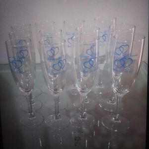 Wine glassesfrian garrie april 13.2012 un total de 12 for Sale in Fort Myers, FL
