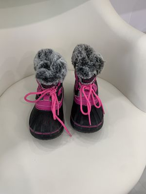 LONDON FOG SNOW BOOTS SIZE 8 for Sale in Fort Lauderdale, FL