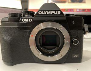 OLMYPUS OM-D EM10 MARK IV Mirrorless Camera w/ 14-42mm Lens (Cracked LCD) for Sale in Walnut Creek, CA