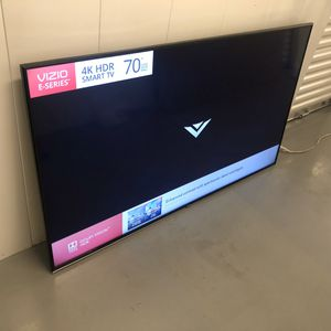 VIZIO 70 INCH 4K HDR SMART TV! Delivery available, 6 month guarantee. Comes with legs and remote. Big TV! for Sale in Phoenix, AZ
