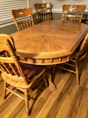 """Oak farmhouse style table w/6 chairs, 2 armed chairs) and 16"""" leaf for Sale in Raleigh, NC"""