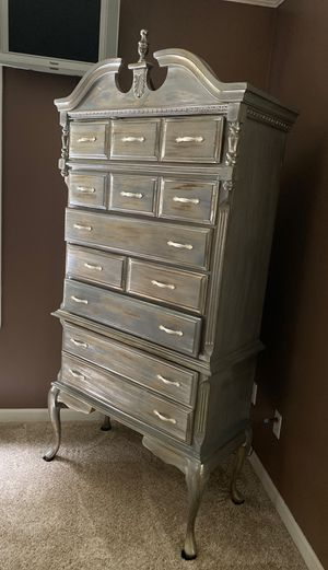 Nice Chest of drawers. for Sale in Ooltewah, TN