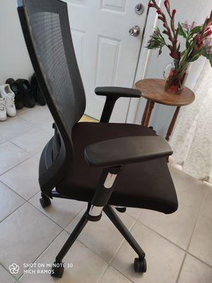 Desk chair for Sale in Fullerton, CA