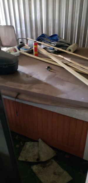 Hot tub (free) for Sale in Cooper City, FL