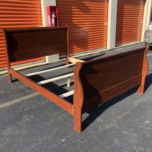 Queen Size Bed Frame for Sale in Lake Ridge, VA