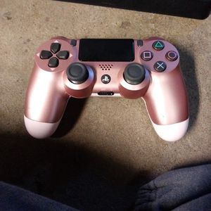 PS4 Controller Rose for Sale in Sedro-Woolley, WA